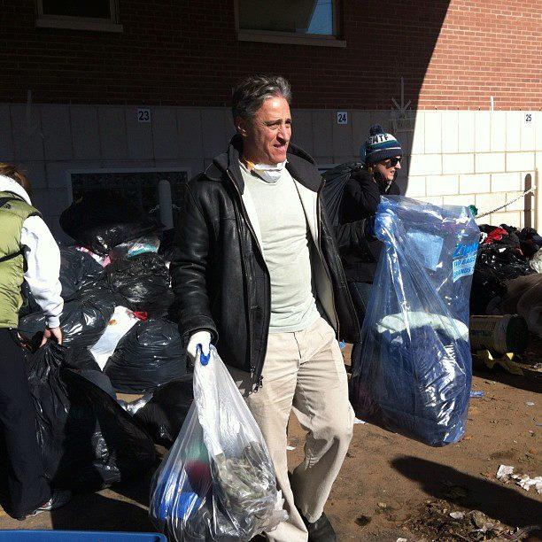 Jon-stewart-cleans-up-staten-island-binifund